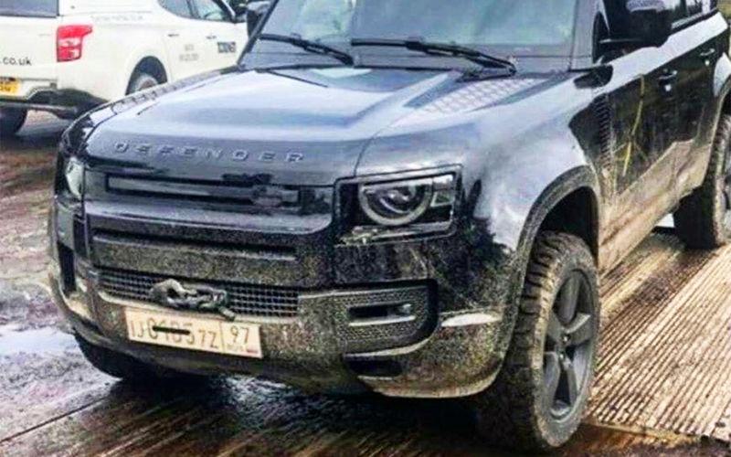 Новый Land Rover Defender еще не представлен, но уже примерил московские номера и стал участником «Бондиады»