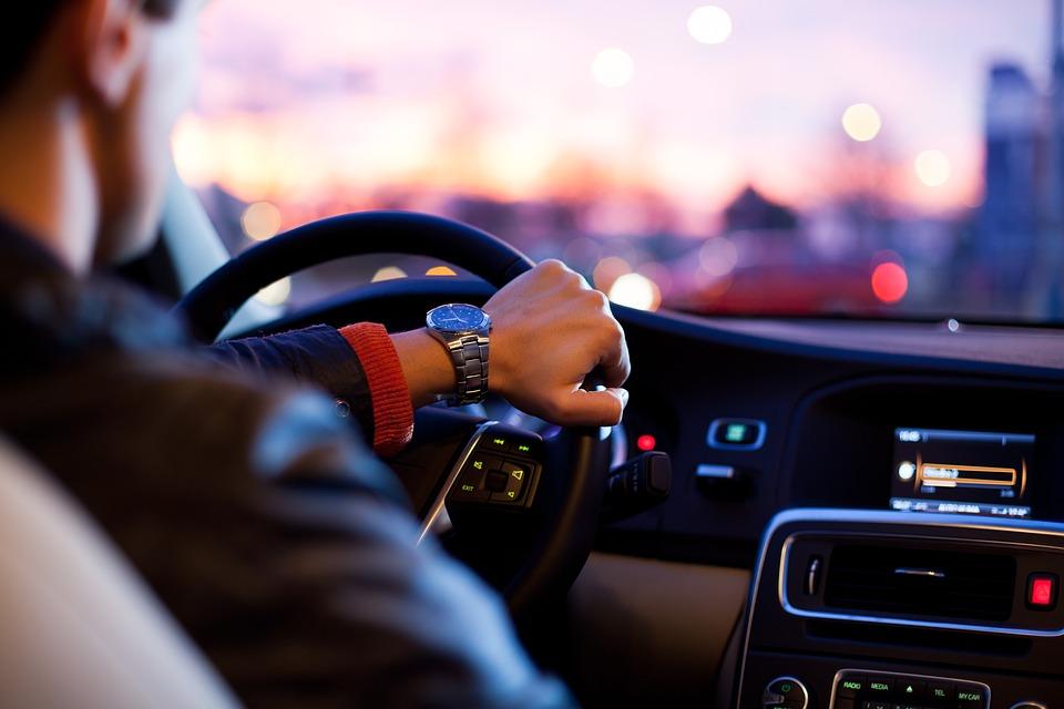 Названы самые «мужские» марки автомобилей в России