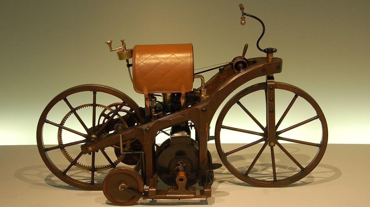 Даймлер запатентовал первый мотоцикл