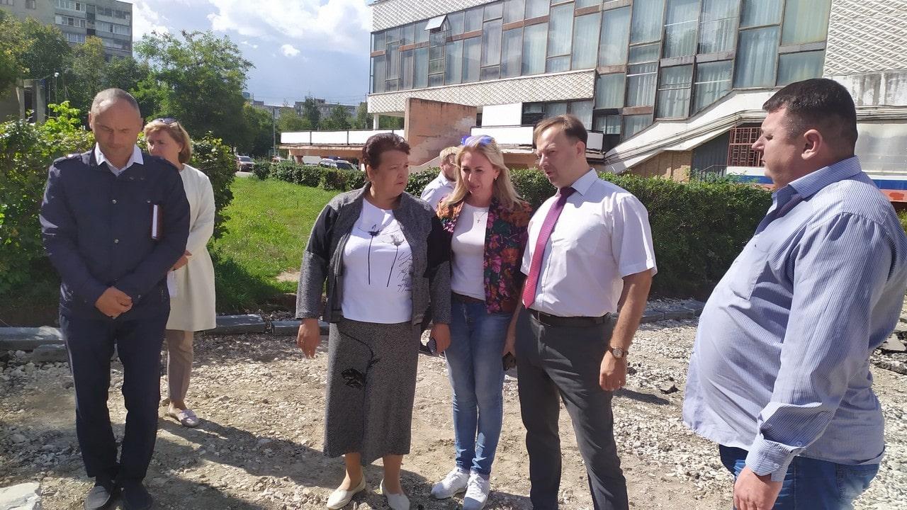 В Рязани идет благоустройство сквера возле КДЦ «Октябрь»