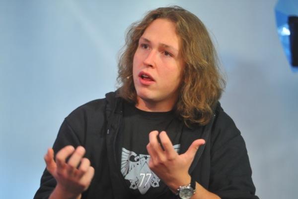 Сын Сафронова решил засудить создателя  видео изтуалета всамолете