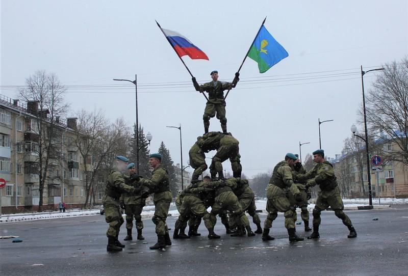 Рязанские десантники дошли до Московской области
