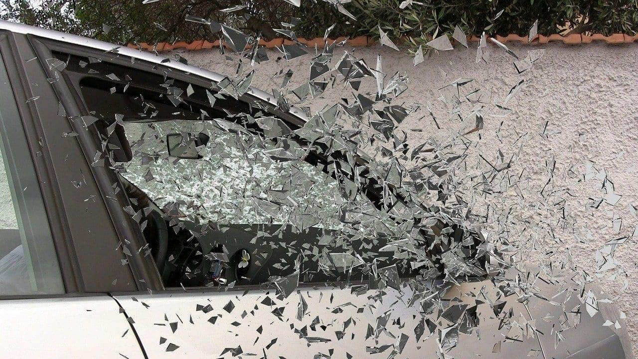 Пьяный мотоциклист врезался в Lada Granta на улице Зубковой в Рязани
